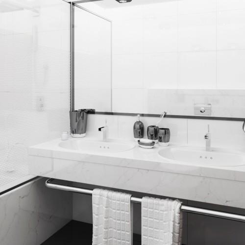 Z123_Bathroom_002